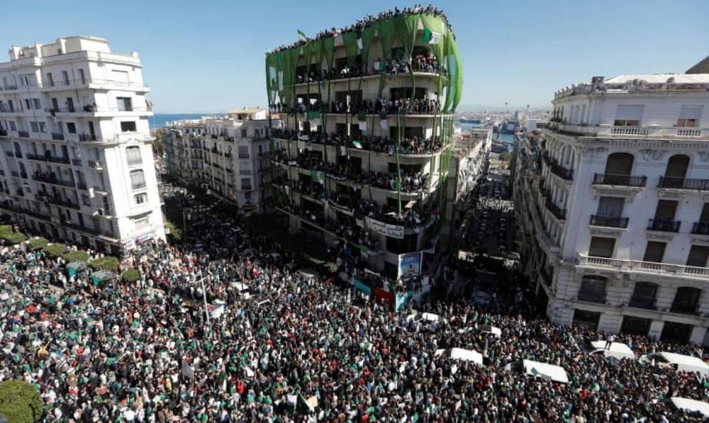 В Алжире сорваны президентские выборы: нет ни одного кандидата