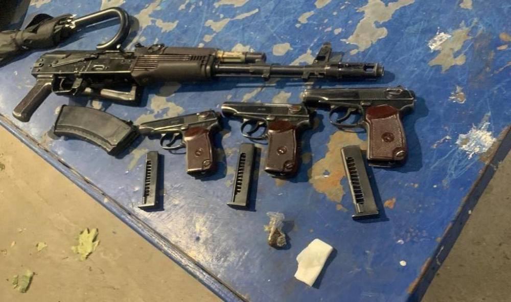 Иностранец хотел вывезти из Украины автомат и три пистолета