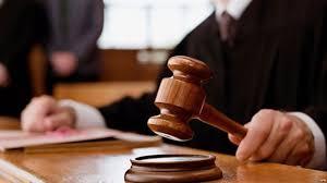 В Белополье суд посадил на 5 лет двух полицейских за взятку
