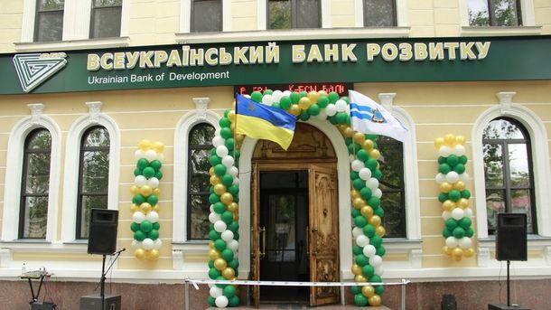 Столичный суд повторно снял арест денег из банка Януковича
