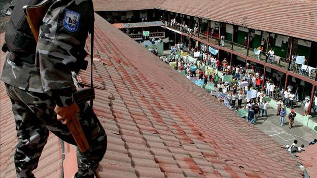 В Эквадоре в ходе инспекции тюрьмы пострадало 38 полицейских