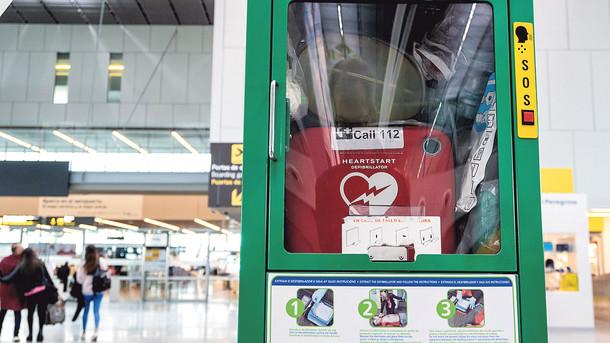 В Минздраве хотят внедрить дефибрилляторы и публичные аптечки в публичных местах