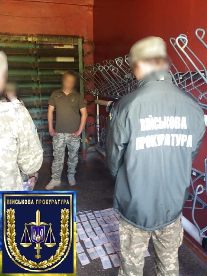 На полигоне «Десна» офицер вымогал у прогульщика 33 тысячи гривен