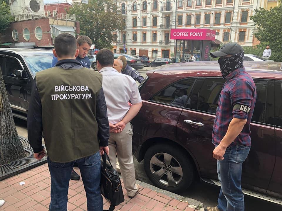 В Киеве СБУ задержала налоговика, бравшего взятки у брокеров