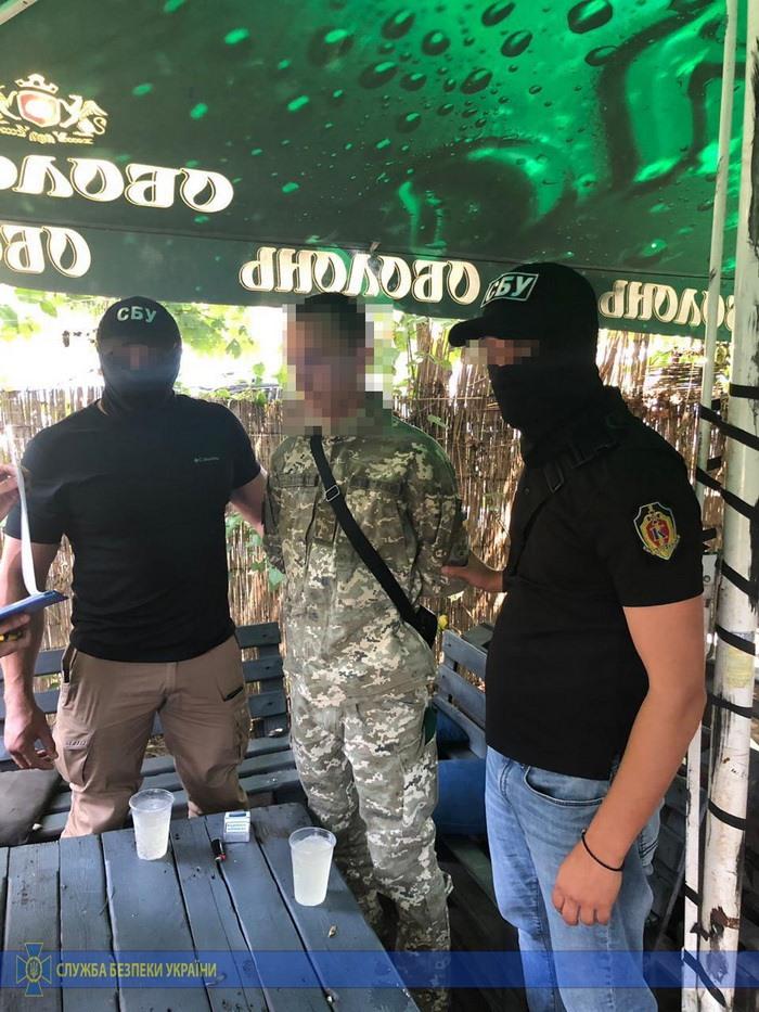В Чопе пограничник брал взятки за пропуск табачной контрабанды