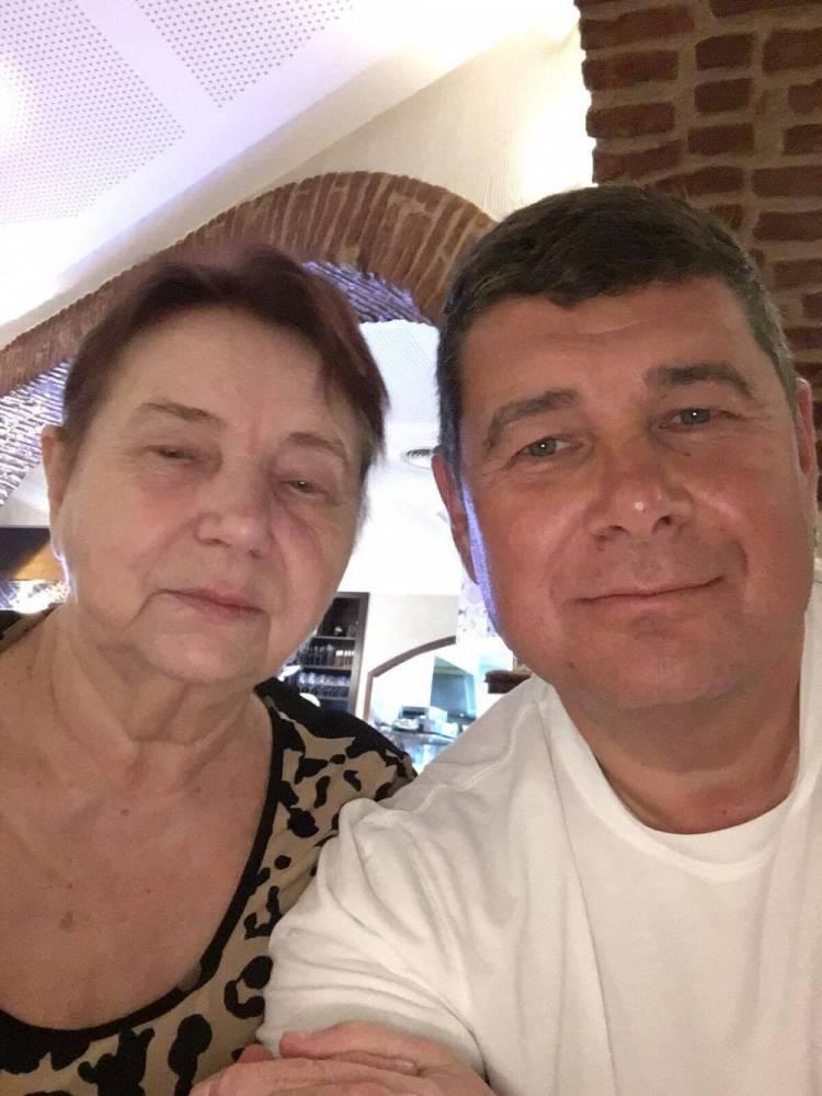 В Бориспольском аэропорту задержали мать беглого нардепа Онищенко