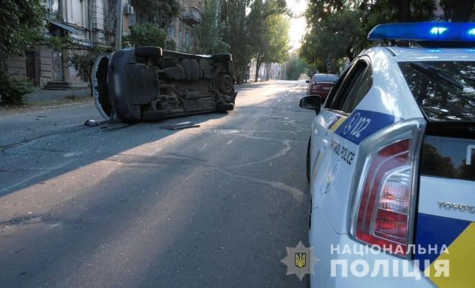 В Херсоне перевернулась машина с бюллетенями