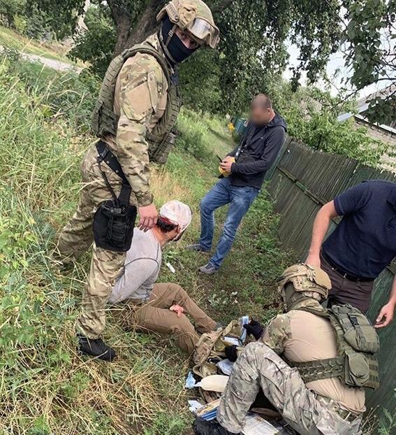 В Константиновке бывший милиционер во главе банды наркоторговцев запугивал полицейских