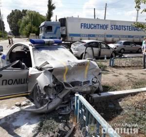В Изюме лихач отправил патрульных в больницу