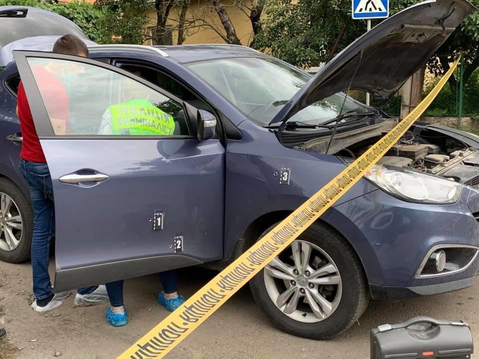 В Ужгороде обстреляли авто топ-офицера полиции