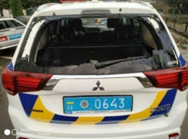 В Сторожинце град разбил машины полиции