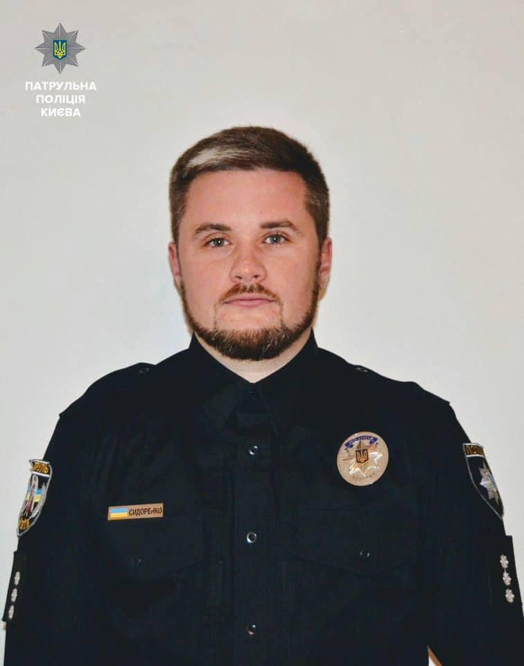 Крушил мебель, кидался на людей, угрожал: в Одессу патрульным прислали офицера с «психическим расстройством»