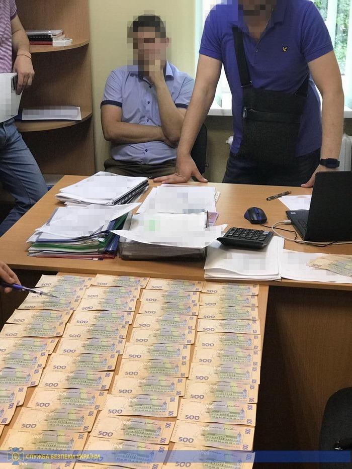 Начальника управления образования в Краматорске поймали на «откатах»