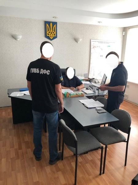 В Подольске таможеннику вручили подозрение в вымогательстве взятки