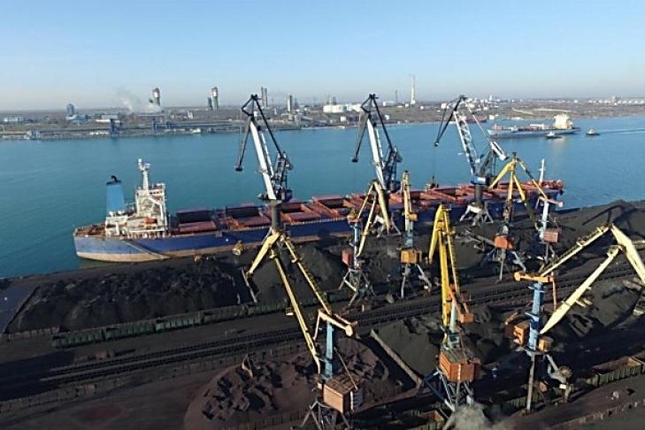 Руководство порта «Южный» вместе с АМПУ блокируют работу крупнейшего стивидора