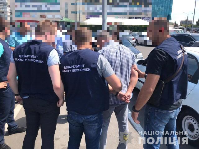 Чиновник Госгеокадастра в Харькове вымогал взятку у фермера