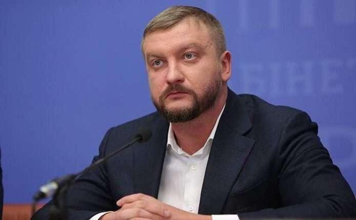 Министр юстиции Петренко ездит на «левых» номерах