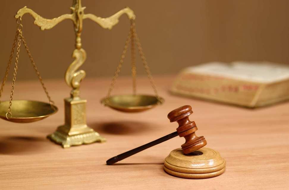 Директор Галицкого предприятия избежал наказания за заключение договоров со своей фирмой