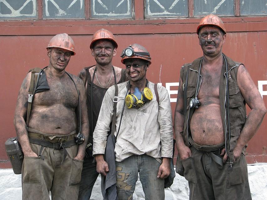 Горняки трех шахт в Луганской области проводят подземную забастовку из-за долгов по зарплате