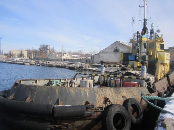У Скадовского порта отобрали катер за долги