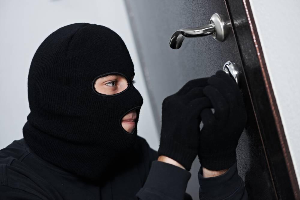 Экс-депутата Овидиопольского поселкового совета осудили за серию ограблений ювелирных магазинов