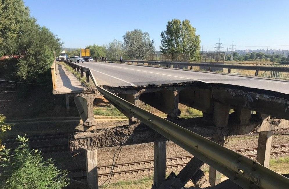 Мост в Харькове мог разрушится из-за перегруза