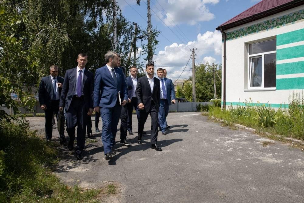 СБУ взялось за регистраторов из Киевской области, к которым ездил Зеленский