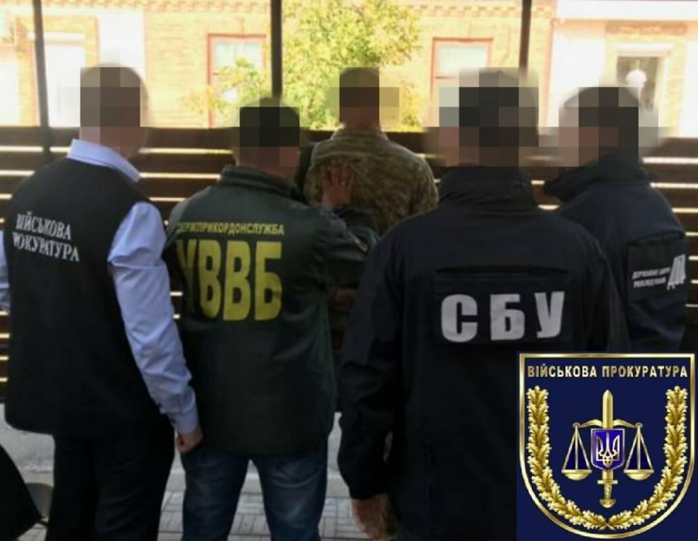 В Одесской области пограничник вымогал у подчиненного две тысячи гривен