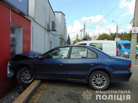 В Черновцах пьяный водитель открыл огонь по полицейскому