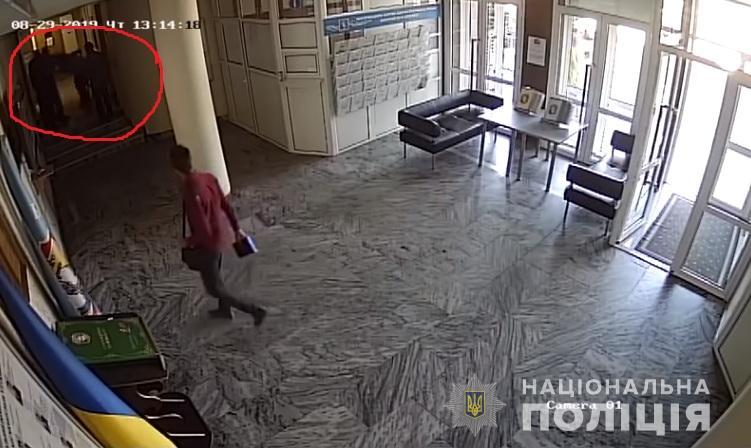 Секретарь Бориспольского горсовета, разозливший президента, избил человека