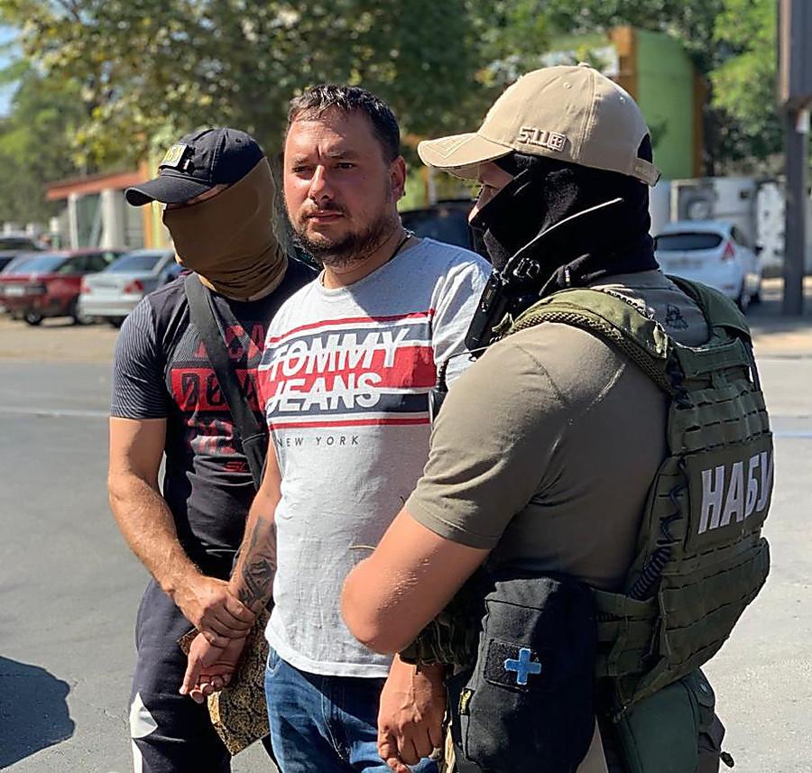 Главу Службы автодорог в Николаевской области задержали на взятке
