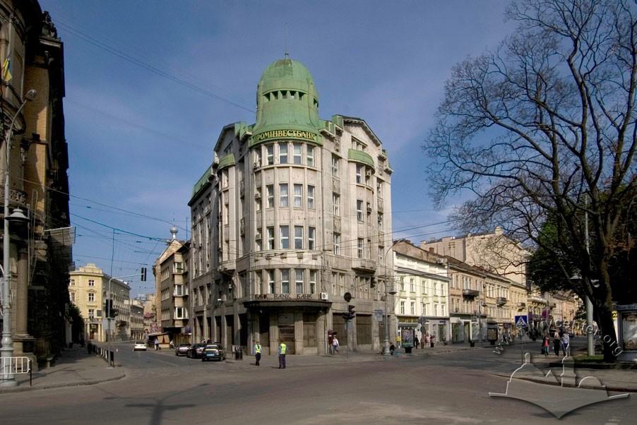 Под носом у ГБР: «Проминвестбанк» продал свой офис во Львове за сутки до открытия дела