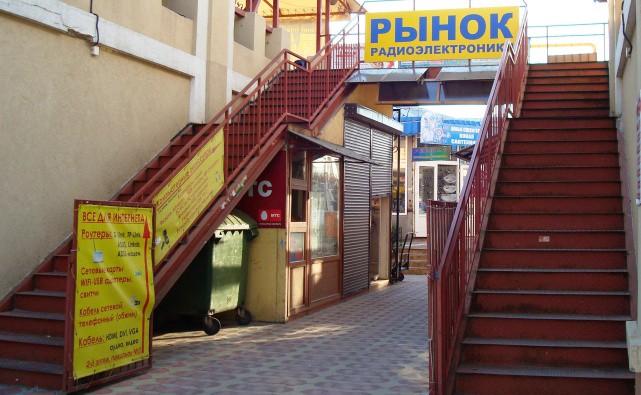 В Одессе чиновники «Укринтеравтосервиса» оформили торговцев как своих сотрудников и собирают у них взятки