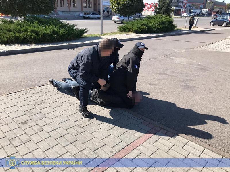 В Мукачево на взятке поймали государственного исполнителя