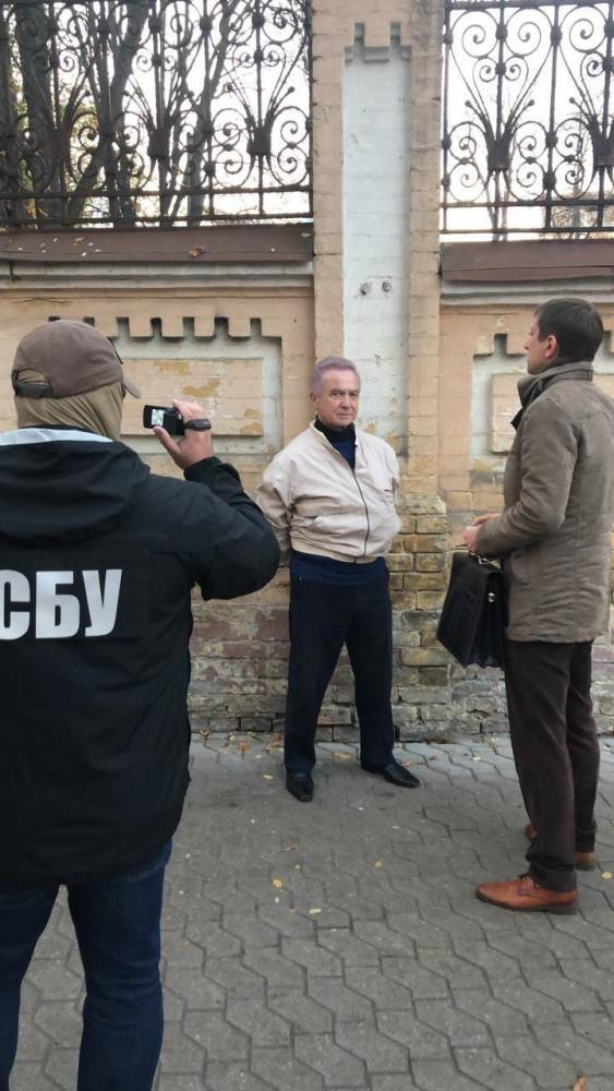 В Киеве мошенник за 150 тысяч долларов обещал устроить клиента в Офис президента