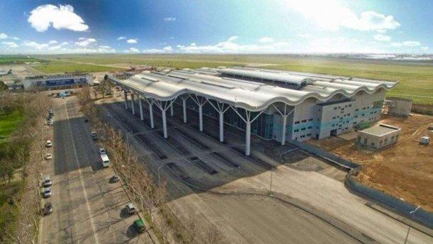 Провал расследования НАБУ: суд снял арест с имущества Одесского аэропорта