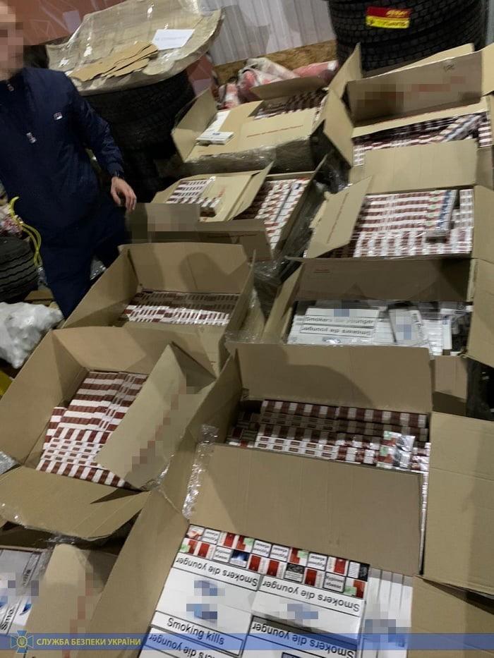 Из оккупированного Донецка ввозили контрафактные сигареты под видом известных марок