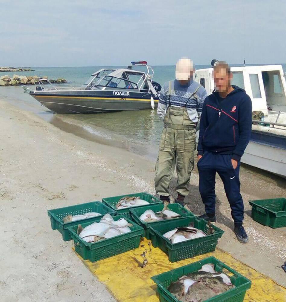Начальника водной полиции Бердянска проверяют из-за незаконного задержания рыбаков
