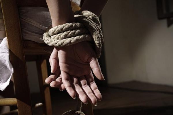 В Вознесенске вооруженная банда похищала людей