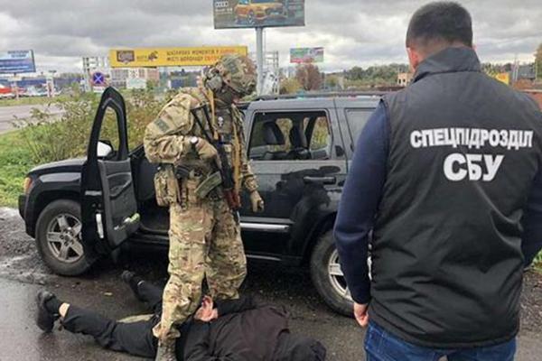 В Одесской области банда требовала у чиновника 100 тысяч долларов и землю на берегу моря