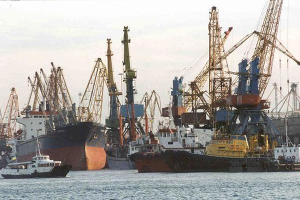 Митинг в порту «Южный»: команда уволенного директора порта пытается удержаться на плаву