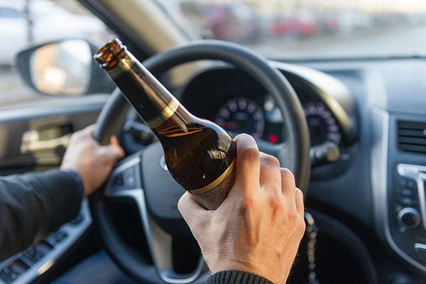 Пьяный водитель разбил патрульное авто в Ровенской области во время оформления протокола