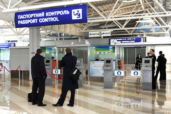 В Борисполе таможенник-взяточник осужден за помощь иностранцу