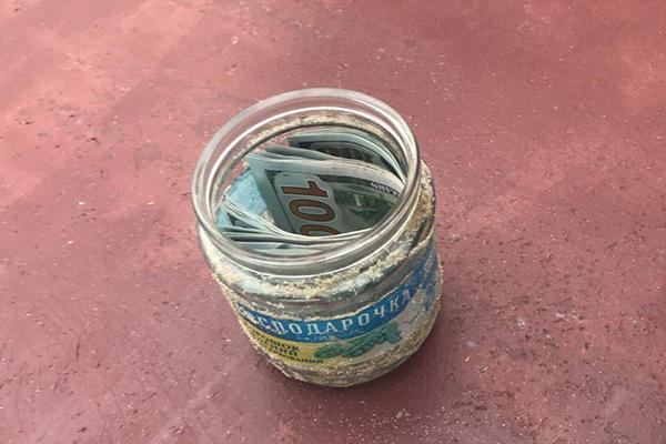 Деньги в баночке: в Сумах судью поймали на взятке