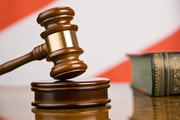 Судью из Каховки уличили в пособничестве рейдерам