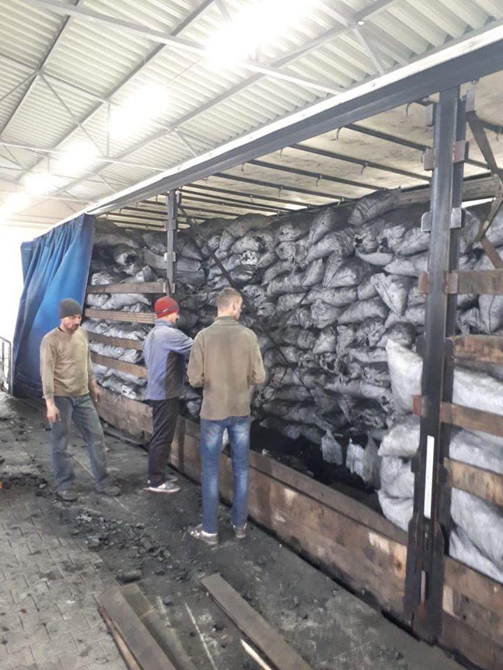В Порубном задержали фуру с контрабандными сигаретами в мешках угля