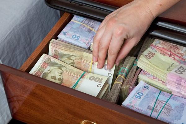В Борзне чиновники от образования растратили 755 тыс. гривен