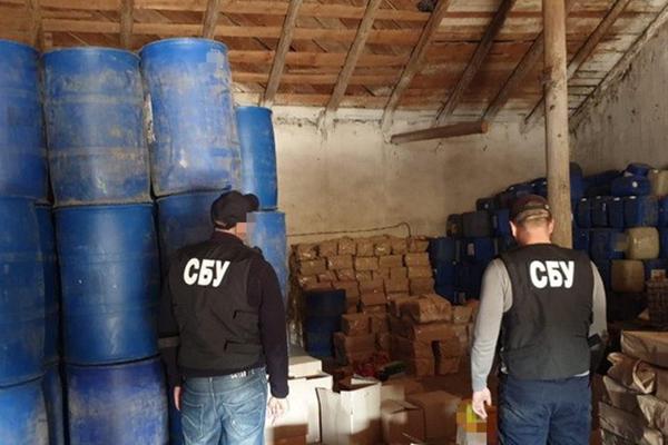 В Винницкой и Тернопольской областях ликвидировали многомиллионные схемы торговли поддельным алкоголем