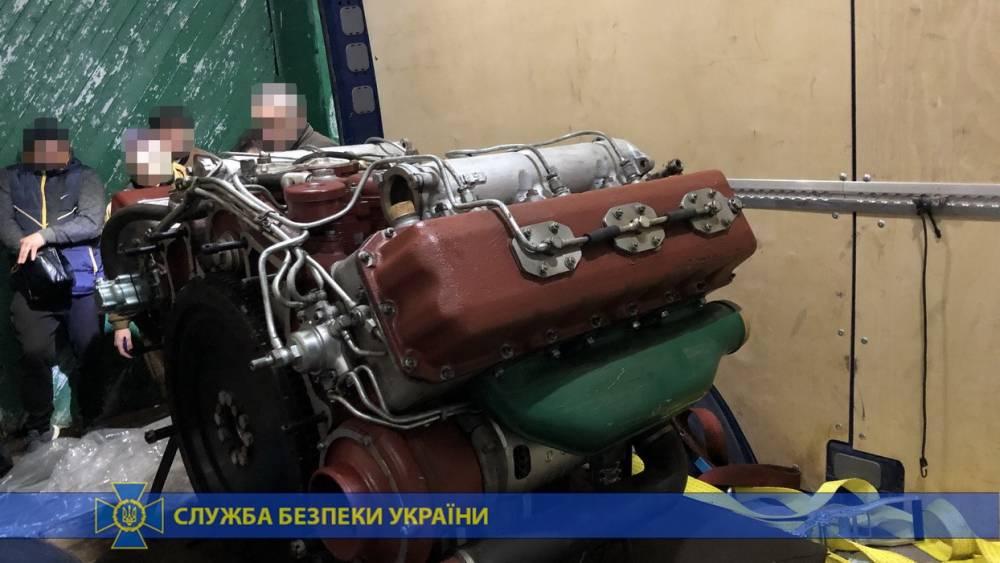 Иностранец пытался провезти двигатель для бронемашины через  границу