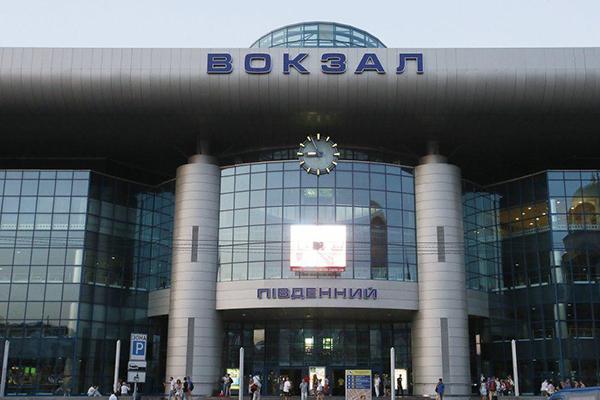 Рецидивистка напала на полицейского на киевском ж/д вокзале